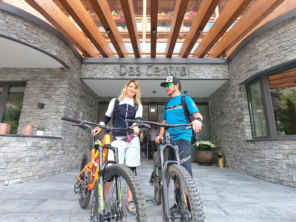 Roland von der Bikeschule Ride on holt mich vom Hotel ab