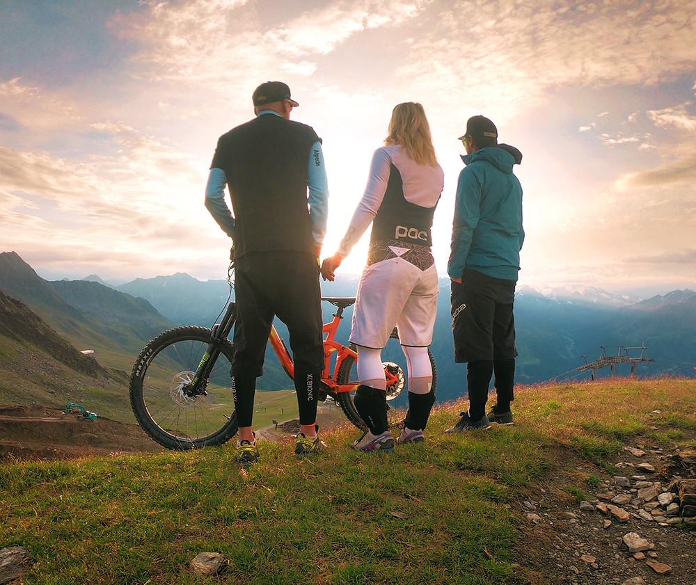 Sunrise Downhill in der Bikerepublic Sölden