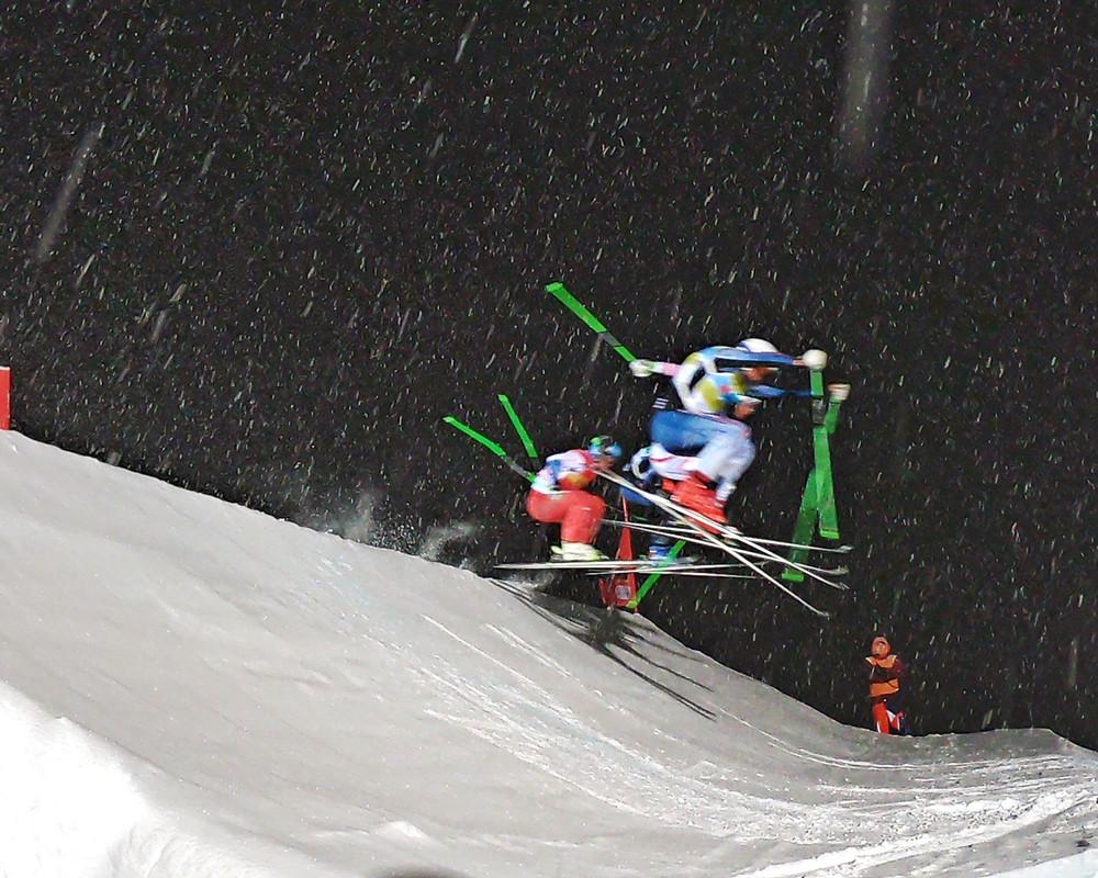 Start beim Skicross in Arosa - der erste Sprung