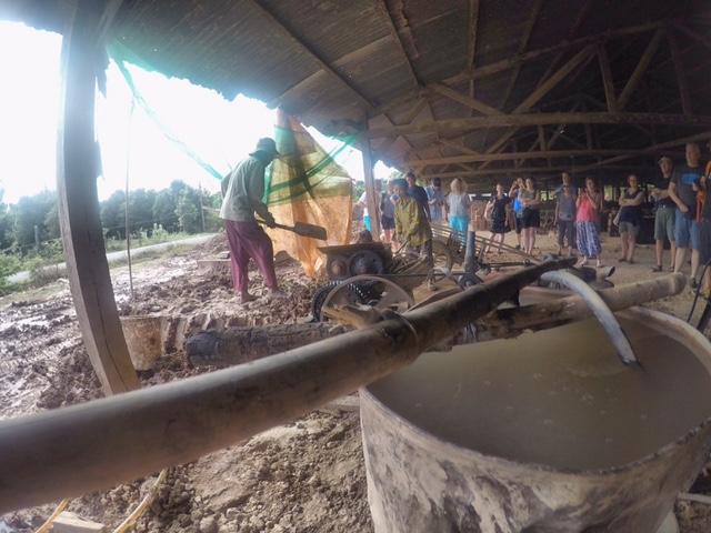 Handarbeit bei der Ziegelproduktion