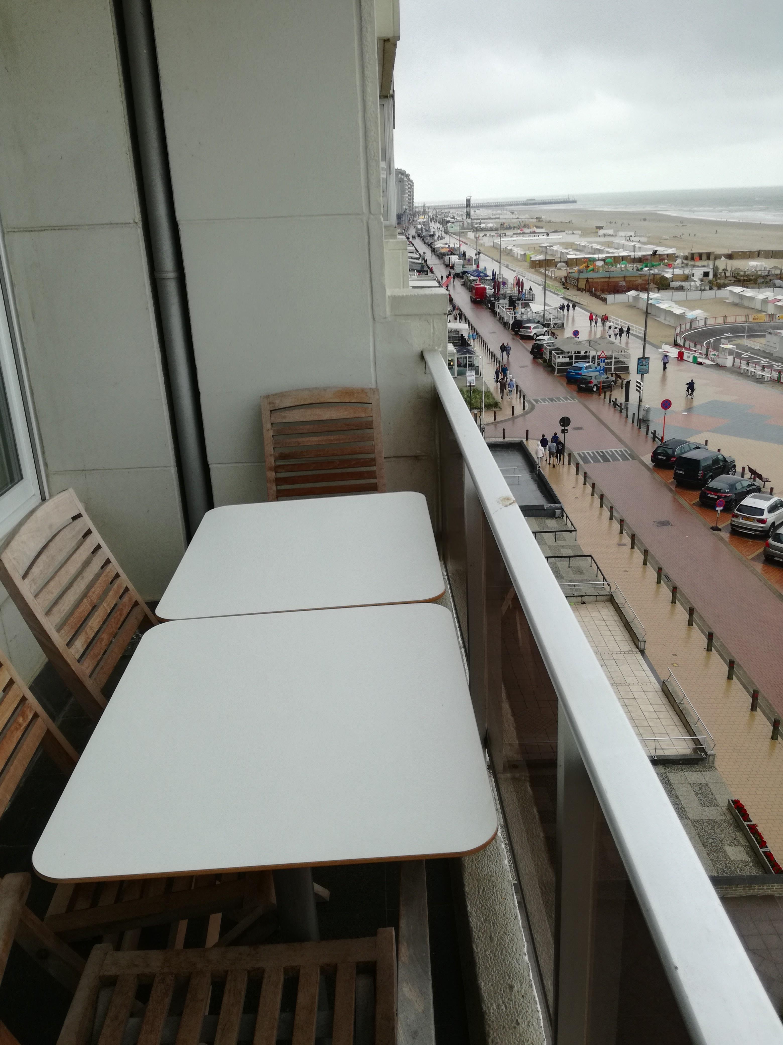 terras met zicht op zee