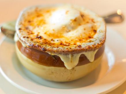Receta de Sopa de cebolla a la Francesa con Queso Muenster Paisa