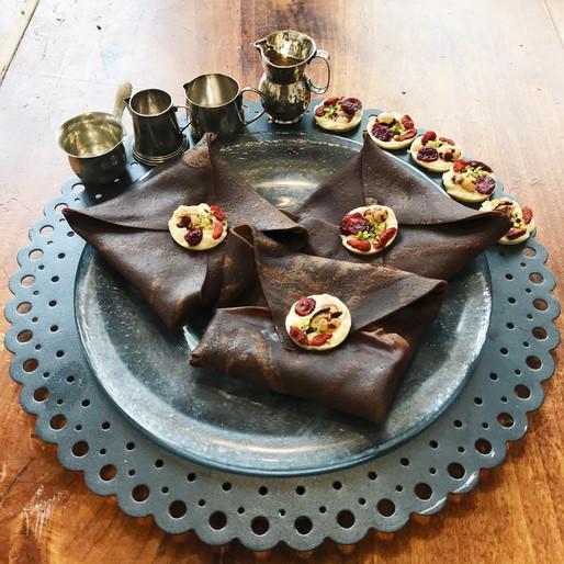 Crepes al Cacao con Crema Tiramisu e Pistacchi