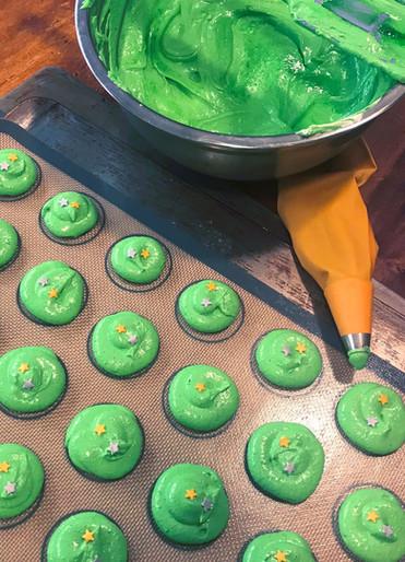 Macarons Verdi in preparazione
