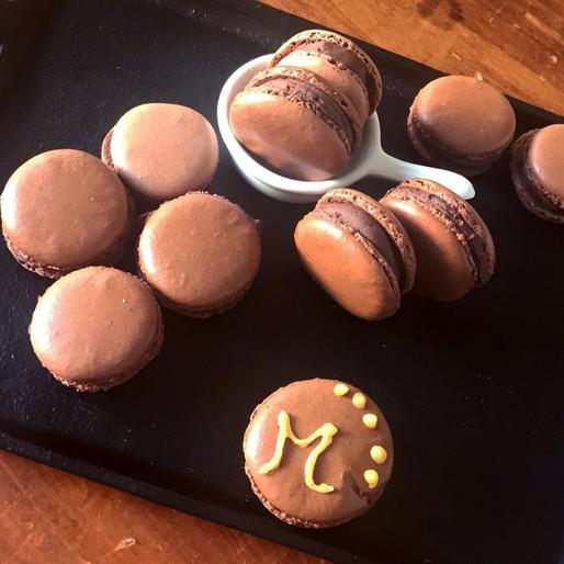 Chocolate Macarons con Iniziale.jpg