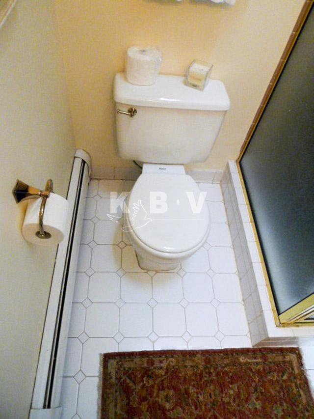 Coler Kitchen & 2 Bathroom Before Remodel_15