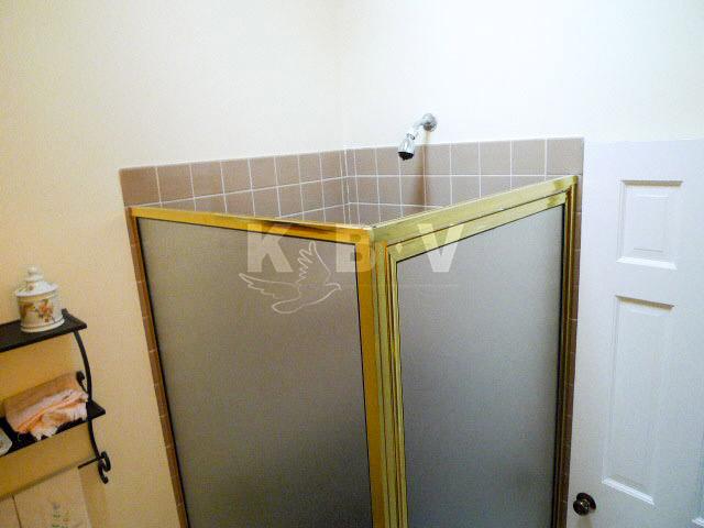 Coler Kitchen & 2 Bathroom Before Remodel_10