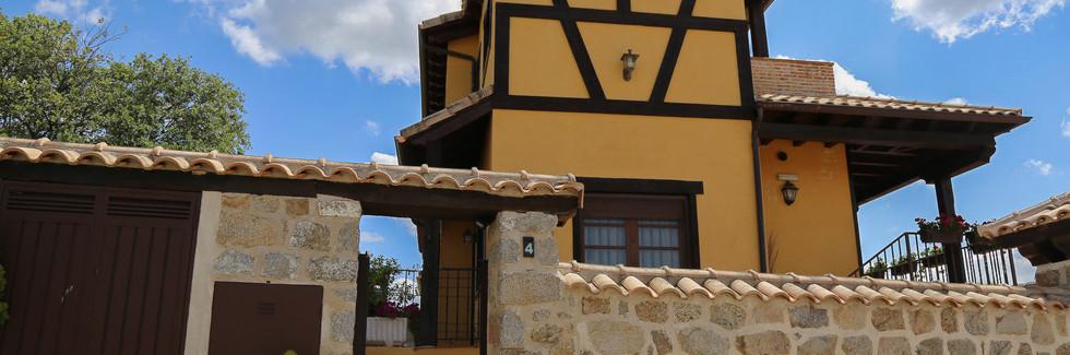 Casa Rural La Garrocha-Fachada_2.jpg