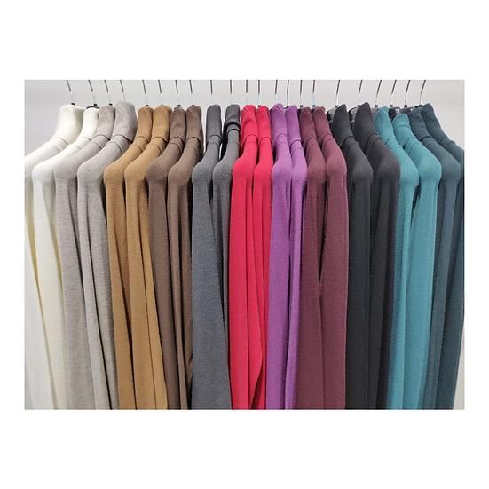 Imperial svetre v rôznych farbách