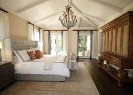 bed-bedroom-ceiling-chandelier-262048.jp