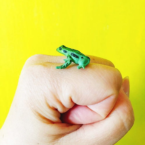 1Pcs/ Green Black Dots Frog/Doll House//miniatures/