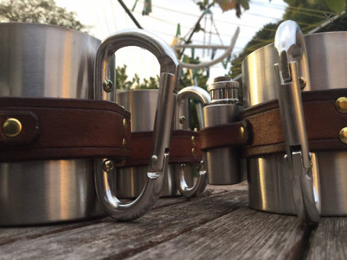 Carabiner mug with 1oz flask