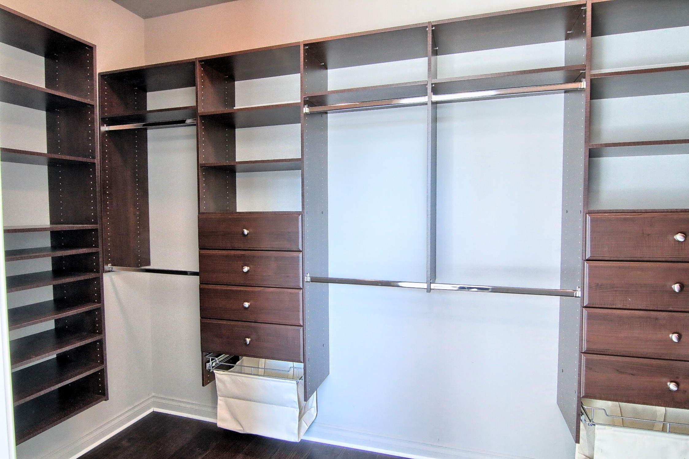 14 Master_Bedroom_Walk-In_Closet