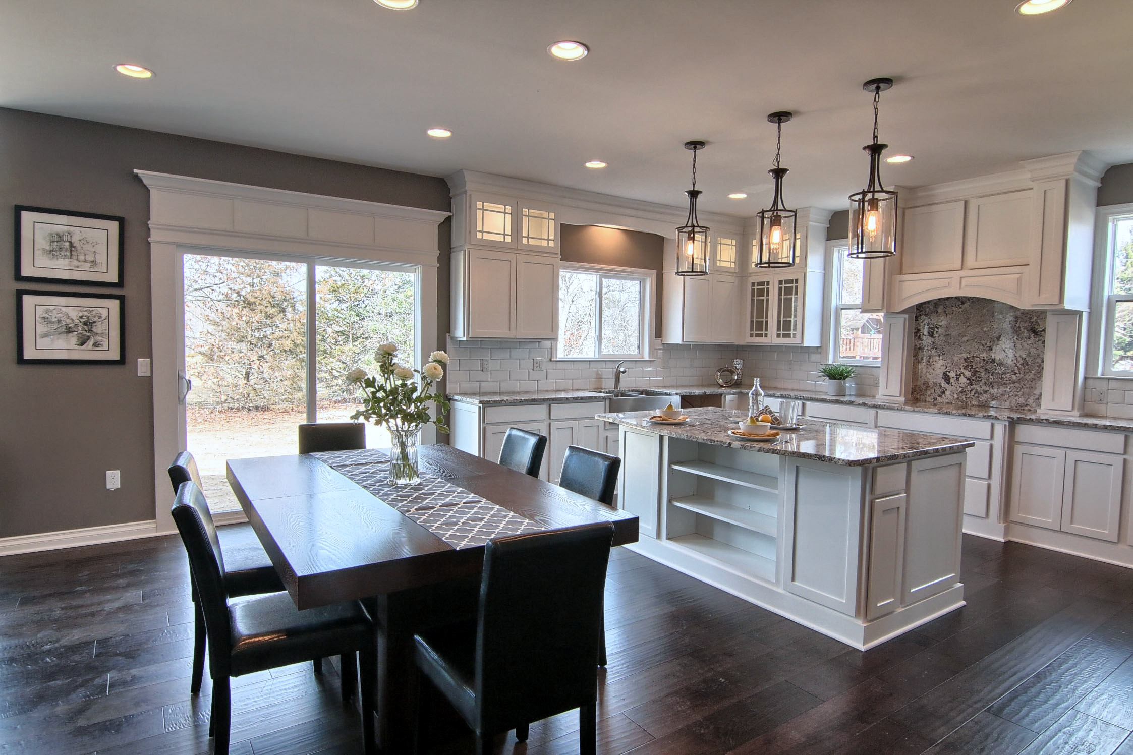 8 Kitchen_And_Breakfast_Nook