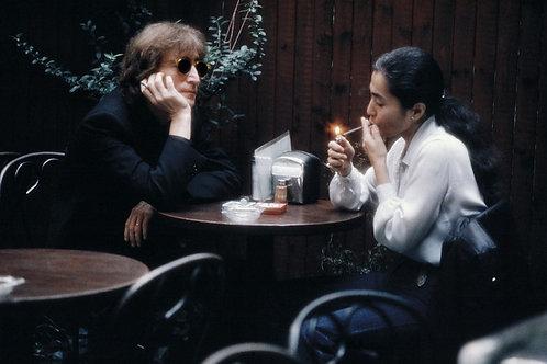 Walking with John Lennon to Cafe la Fortuna