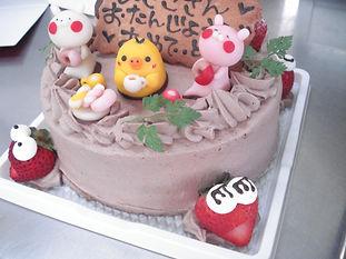 マジパン飾りのケーキ。Happy Birthday!