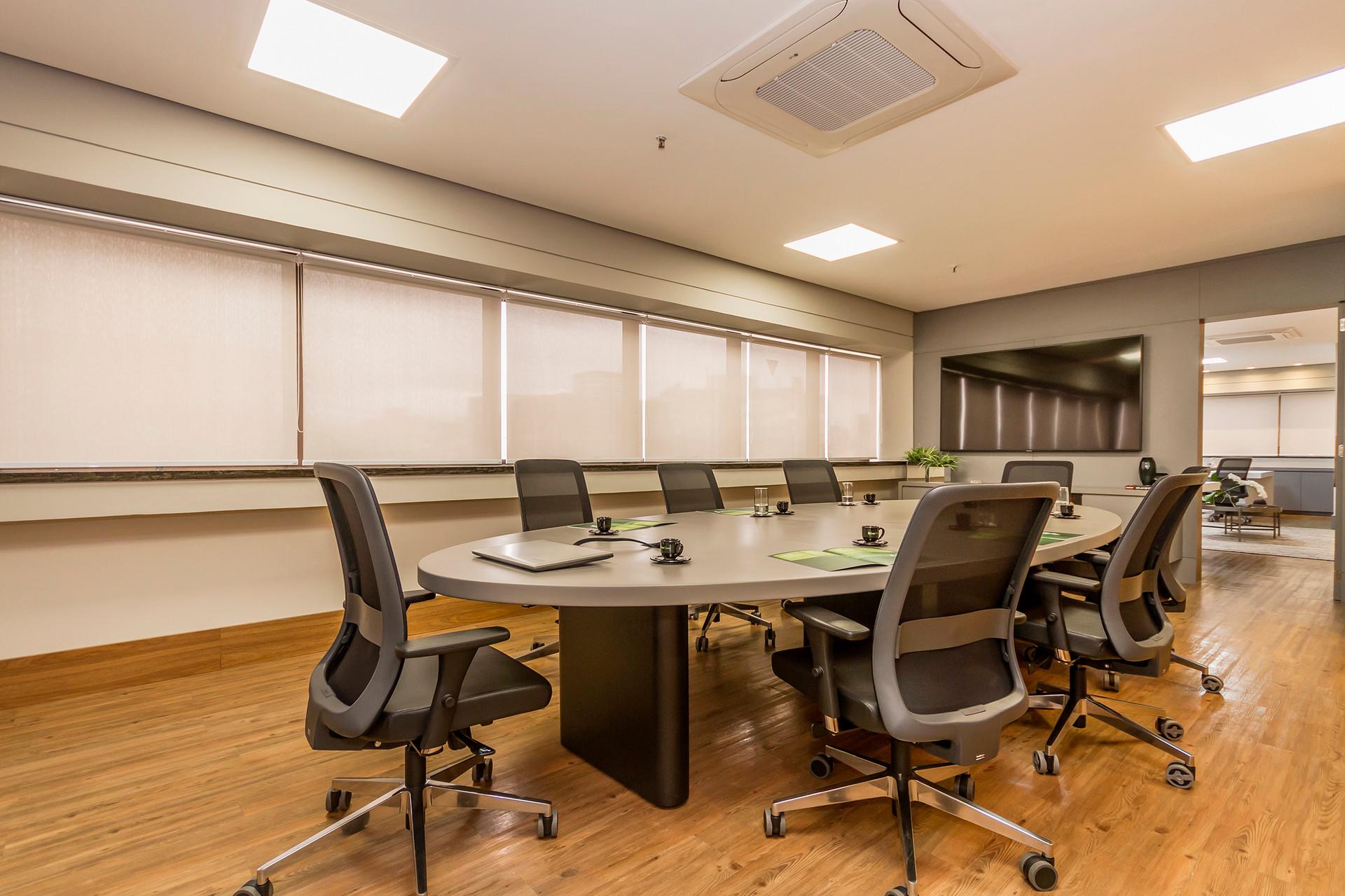 A escolha das cadeiras são primordiais para o projeto corporativo, ela  precisa  ser confortável e ergonômica.