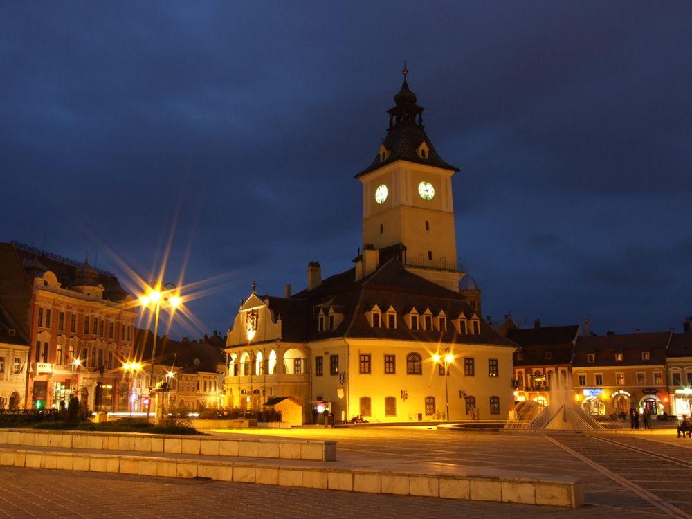 Brasov-Piata-Sfatului1.jpg