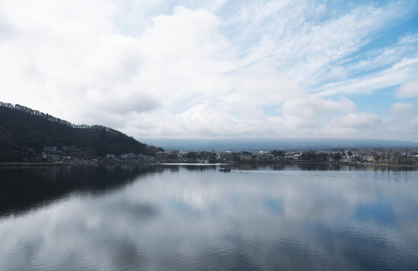 雲上的富士山