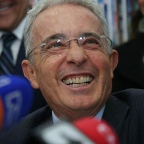 Una jueza ordenó la libertad de Álvaro Uribe.