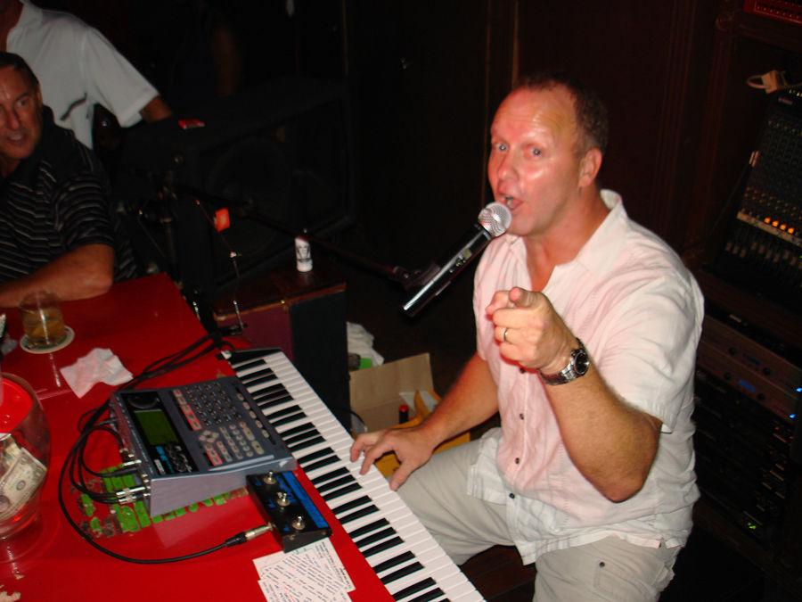E-Red Piano01.jpg