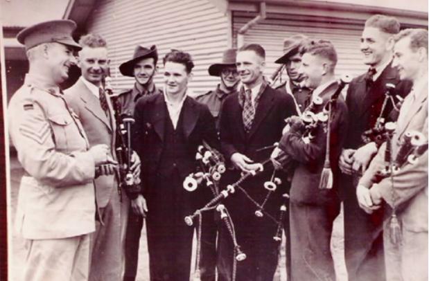 Mildura Pipe Band on enlistment in 1940