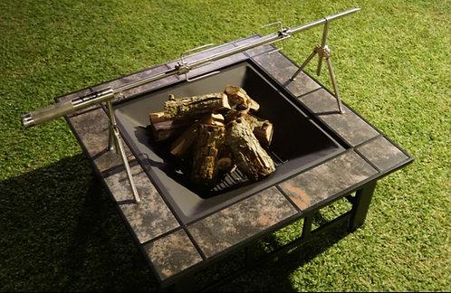 שולחן המשולב לאירוח מושלם: שולחן, גריל+ הספינר, קמין וקירור משקאות