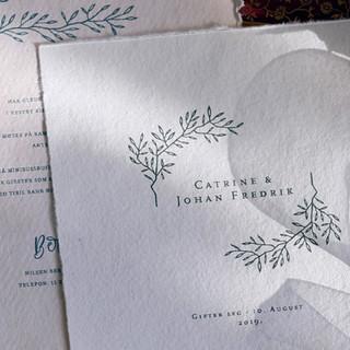 """Et brudepar som ga oss """"mindfullness"""" som nøkkelord fikk et poetisk og rolig formuttrykk på sine bryllupstrykksaker."""