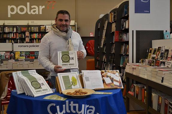 Fabrice Vaquer auteur du livre Les délices de l olive aux Editions de l hippocampe avec Alban Dechaumet éditeur