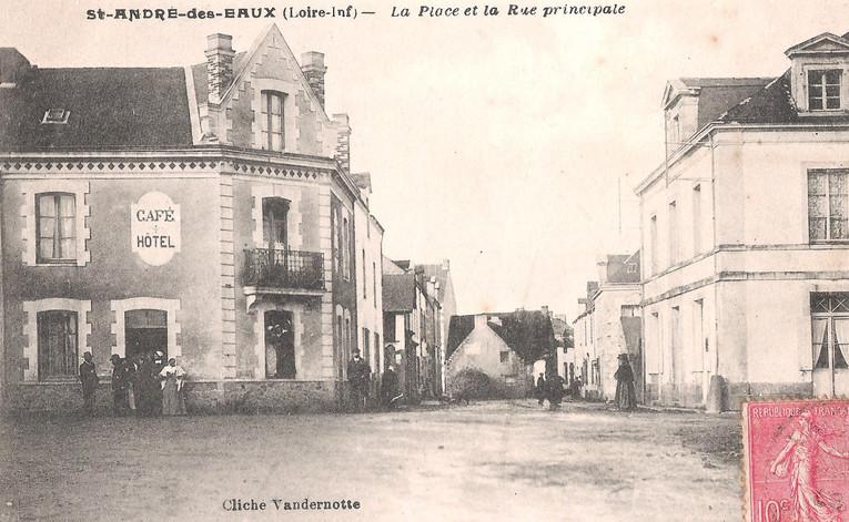 St-ANDRE-des-EAUX -La Place et la Rue Pr