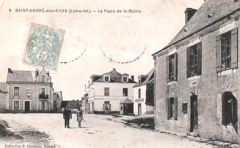 St-ANDRE-des-EAUX - La Place de la Mairi