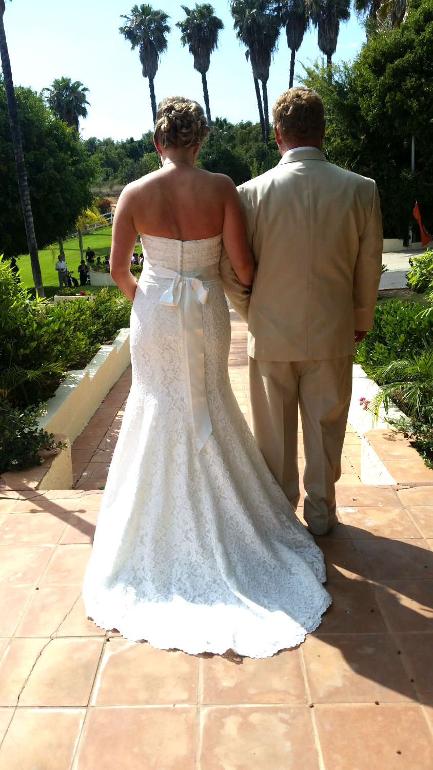 father daughter moment just before going down the aisle - Estate Weddings - In The Moment Events - S