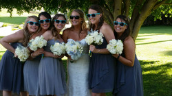 Bridesmaids in blue - Fun shades pics - Estate weddings - Wedding Coordination - In The Moment Event