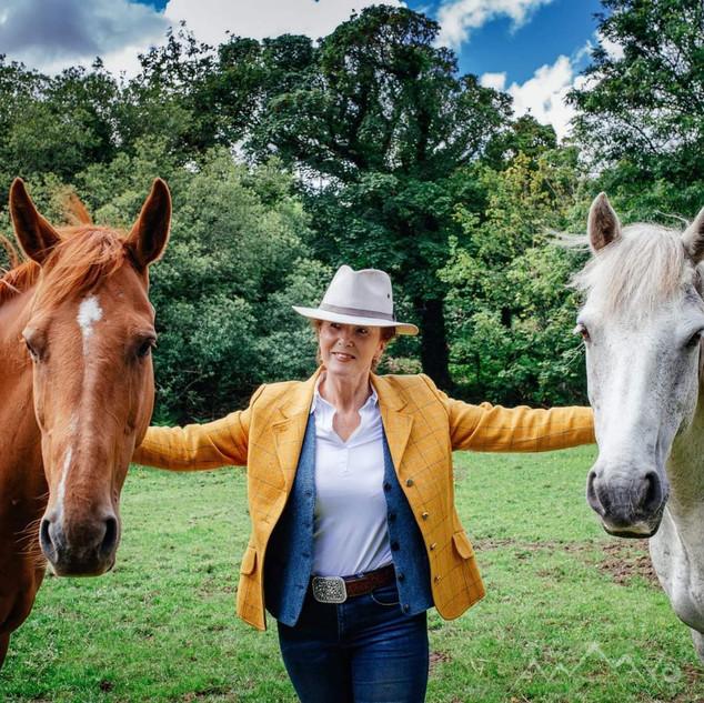 Mary-Horses-01.jpg