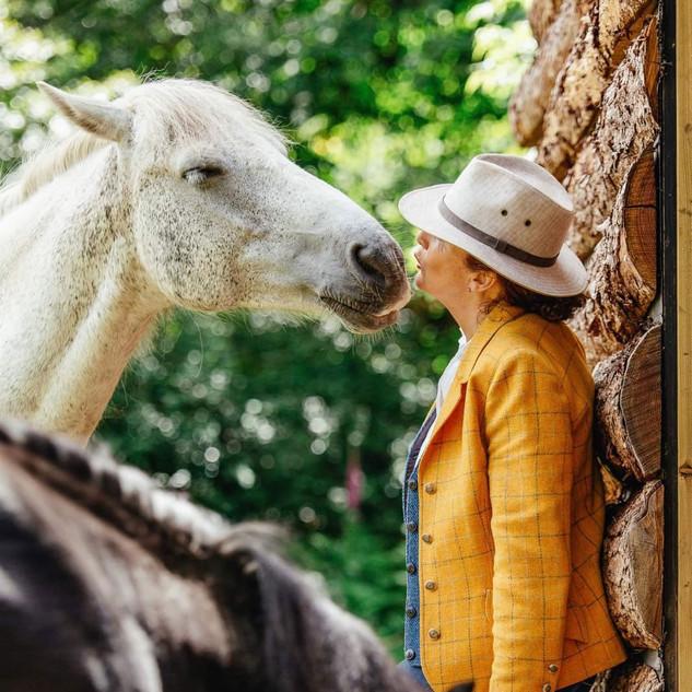 Mary-Horse-02.jpg