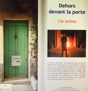 Dehors devant la porte à Antibes
