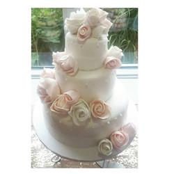 Auguri Sarah & David__#mtl #barabeurre #jaimebutter #weddingseason #wedding #cake #montrealcatering