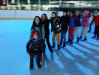 Les avenirs-poussins à la patinoire