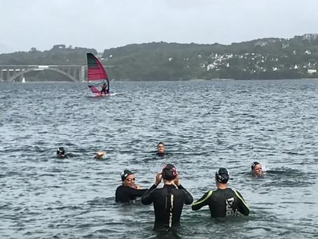 FRANCE INTER - des nageurs brestois s'entraînent dans la mer