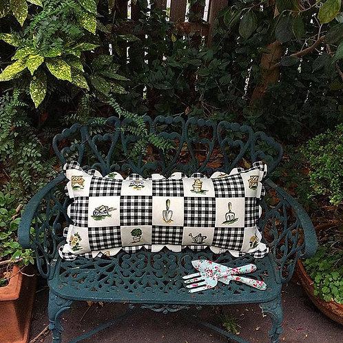 Scalloped Cotton Garden Cushion