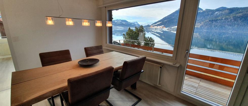 Wohnzimmer Eichenesstisch Designerlampe