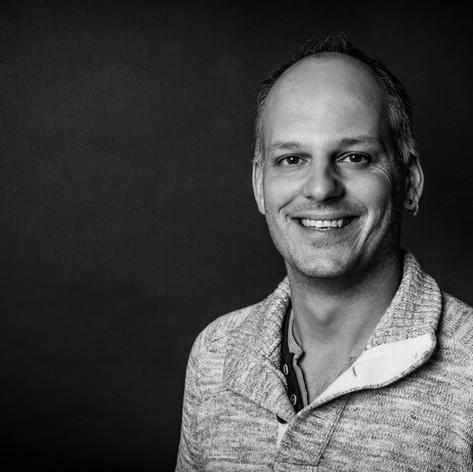 STEPHAN SANTSCHI Redaktor / Autor  welcome@makoli.ch
