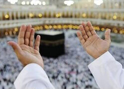 muslim-praying-at-mekkah-with-hands-up-p