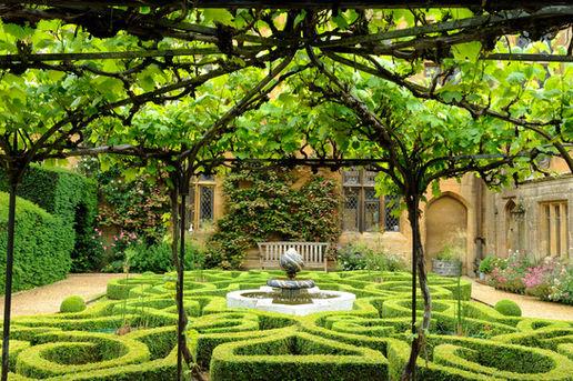 Sudeley Castle - P62 Knot Garden Val Cor