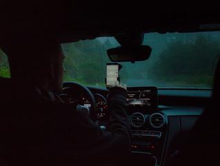 Vairavimas ir išmanusis telefonas – kodėl pavojų kelia ne tik kalbėjimas?