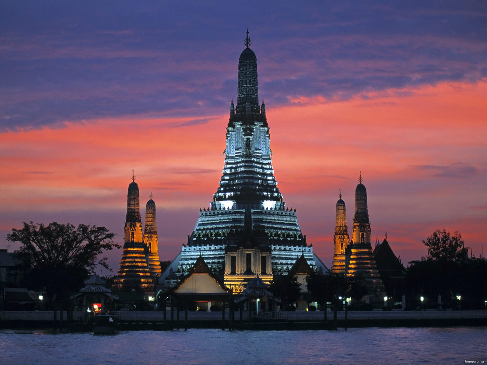 wat-arun-bangkok-thaifold
