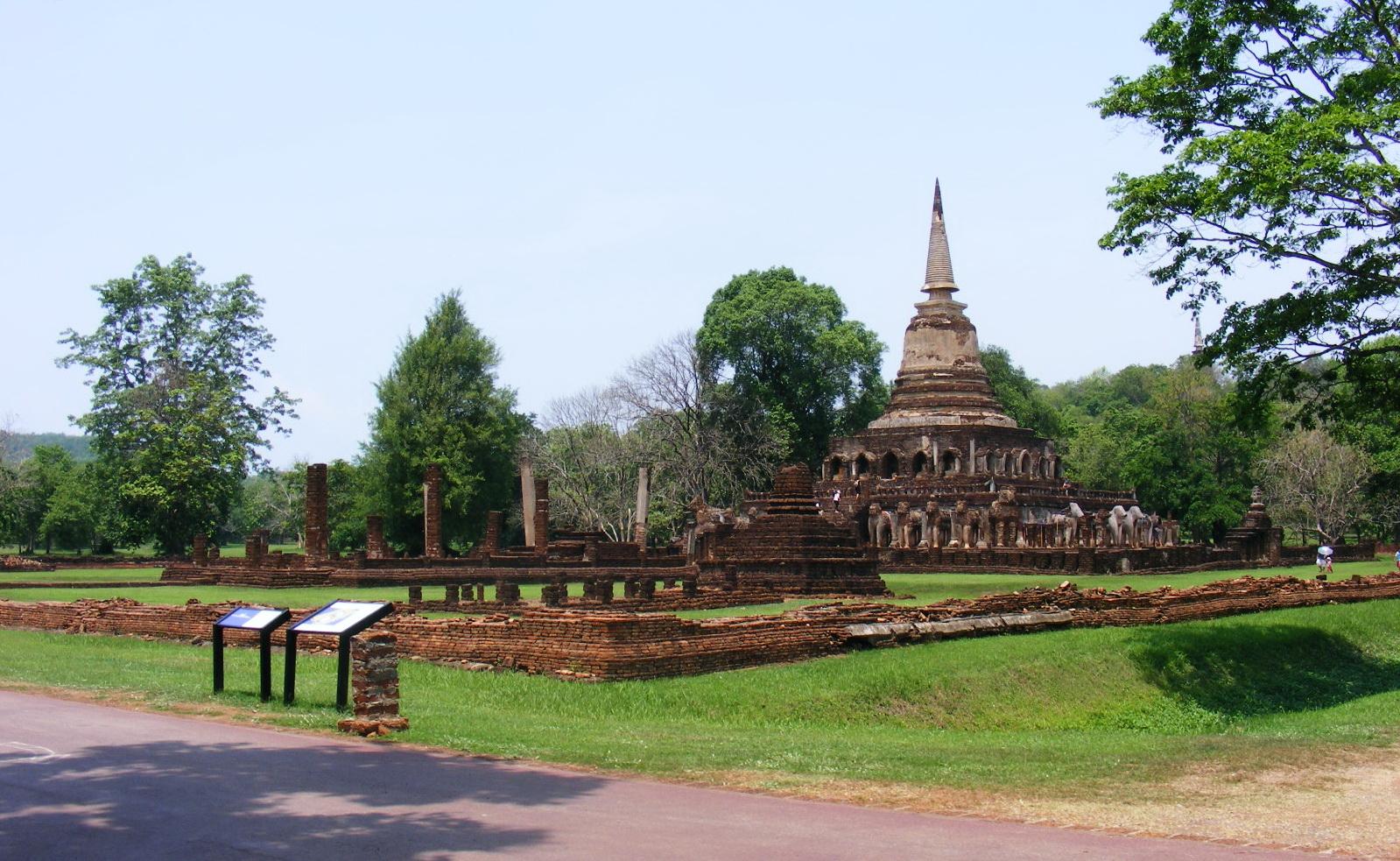 Wat_Cang_Lom-Si_Satchanalai_historical_park