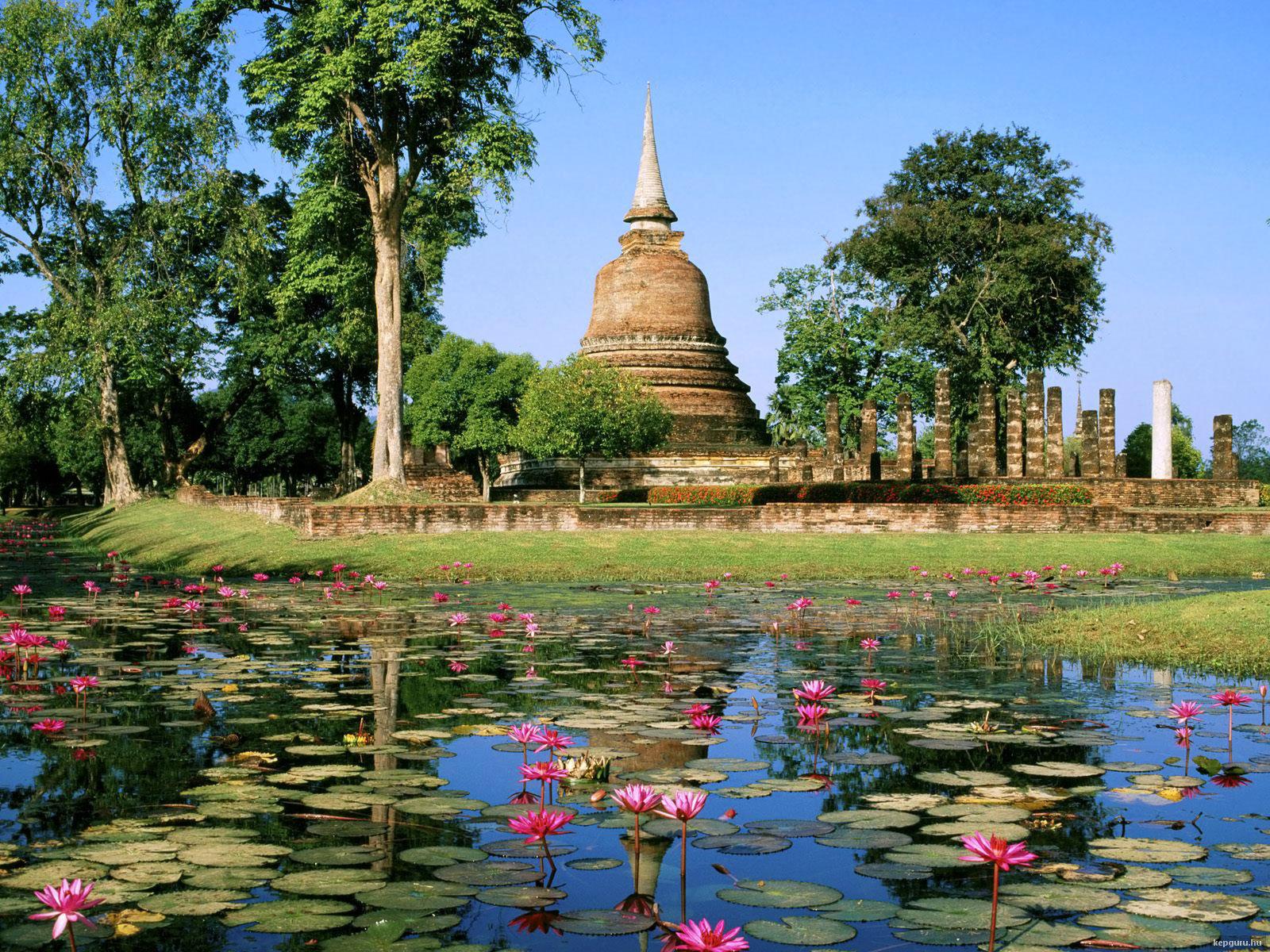 wat-sa-si-sukhothai-tortenelmi-park-thaifold