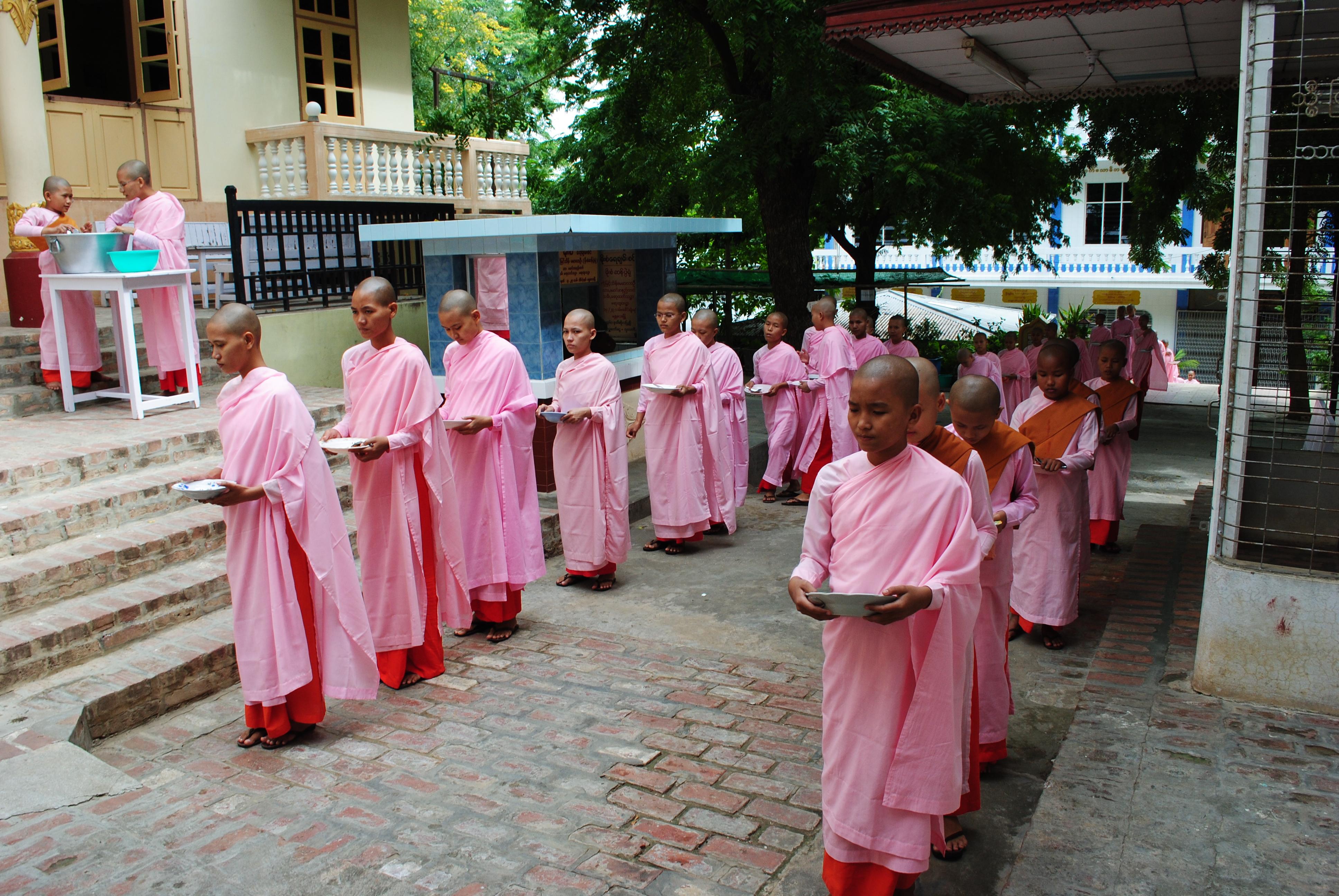Nunnery Sagaing (1)[1]
