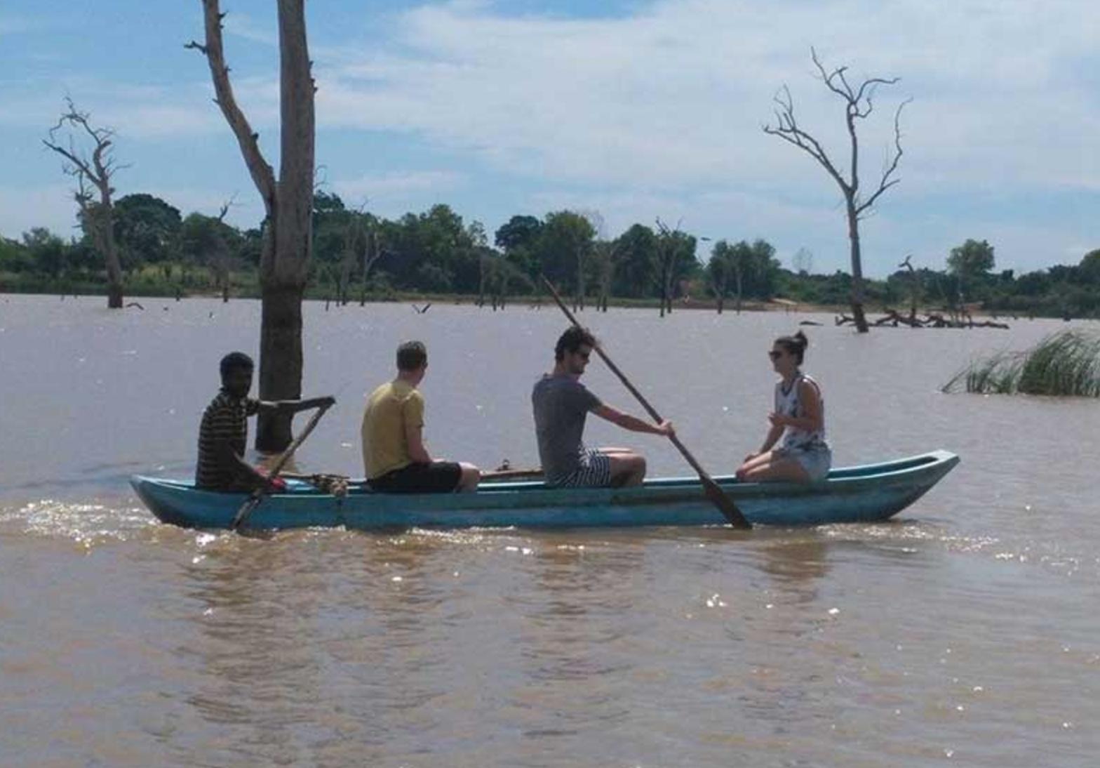 srilanka canoe